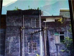 危险!信宜钱排镇一万伏高压电仅离地面约2米且为�线  村民受惊!