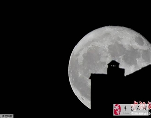 震撼!世界多地拍摄到超级月亮!