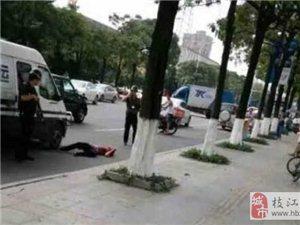 男子持砖追砸运钞车被击毙 目击者:运钞车撞人逃逸