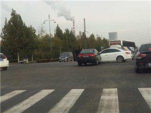 强烈呼吁商博瑞北十字路口(保兴加油站)设红绿灯!