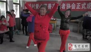 """【今日头条】正能量!古城村""""饺子宴""""上百位老人其乐融融......"""