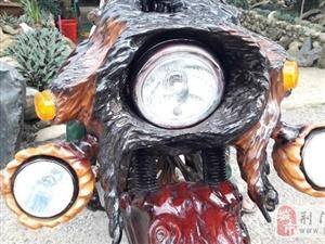 木匠将百年老树做成摩托车,交警叔叔看到都拍掌叫绝