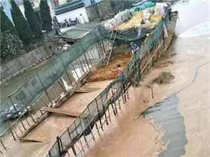 东台海道桥一装稻谷船沉没;