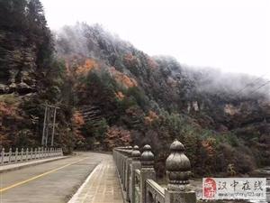 汉中又下雪了,黎坪红叶与白雪更配哦...