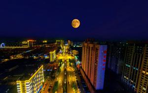 威尼斯人娱乐开户夜空的超级月亮,太美了