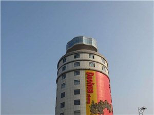 中国奇葩建筑之一 宜昌巨型酒瓶办公楼