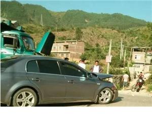 我会告诉您们,农用车跟轿车撞上啦?