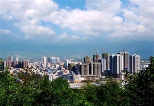 """龙8国际娱乐城又拿奖啦!龙8国际娱乐城县荣获并授牌""""全国最佳生态保护城市""""。"""