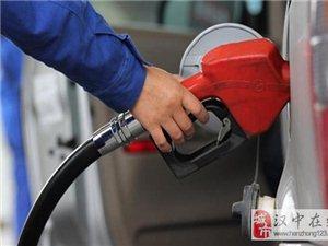 12月14日晚油�r每升或�q0.3元 加一箱油多花近20元