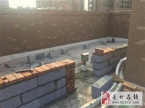 青州大益华府27楼一单元三楼业主在楼顶私自建造,并且开了一扇门方便进出