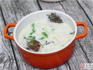 鲫鱼汤用它来煮,不仅汤汁奶白,味道更加浓郁香甜