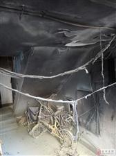 楼道随意扯线充电导致火灾!!盛世家和园楼道发生火灾