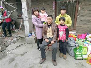 平顶山爱心歌友会看望鲁山贫困学生杨亚鸽家庭