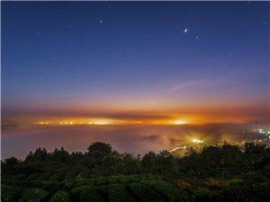 清江不夜城、峨眉山月夜色、毛坝云海、修文冬色――周庆锋