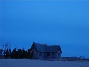 沙滩的小草屋