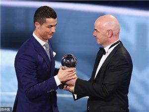 C罗力压梅西荣膺2016世界足球先生