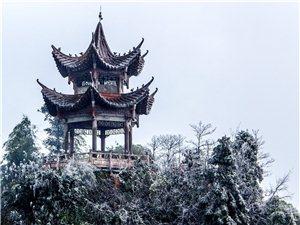 �⒂赖ど皆儆�降雪冬日美景�y�b素裹