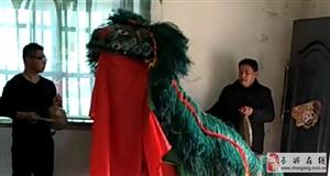 长兴和平乡下人过年穿红戴绿