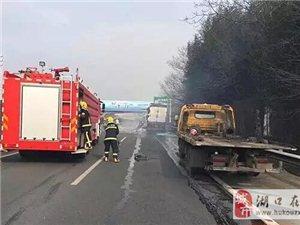 2017年2月6日九江往湖口高速公路一�v��突然起火