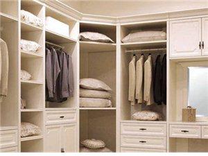 卧室衣柜如何进行装饰搭配?