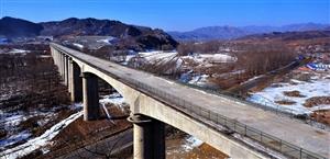即将铺轨的京沈高铁平泉段