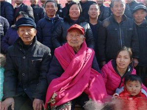 县志愿者联合会携爱心人士为抗战老兵张凤友共庆百岁寿辰