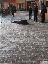 西园小区有老人坠楼,民警第一时间赶到现场,并且……