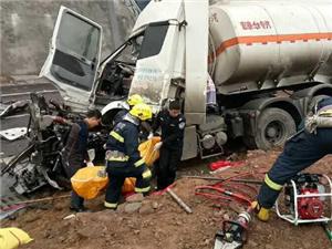 巴中枣林隧道附近突发惨烈车祸两人当场死亡