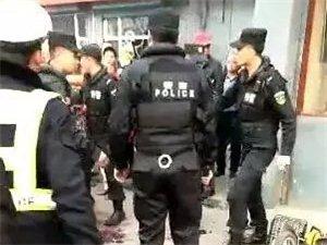 洪洞街头一男一女当街大打出手,引众人围观,还惊动了特警!