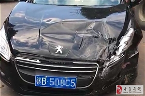 今下午澄江汶口发生两小车相撞交通事故,撞得比较严重!司机朋友们出行慢驾驶,注意安全哦