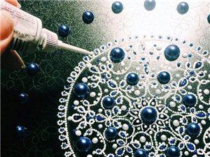 超精细盘子艺术!点画技术结合丙烯酸,珐琅和贴钻的细节,令人惊叹的效果