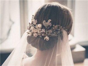 浪漫的婚礼少不了细节的装点,珠宝是婚纱的最佳拍档,优雅与性感完美融合