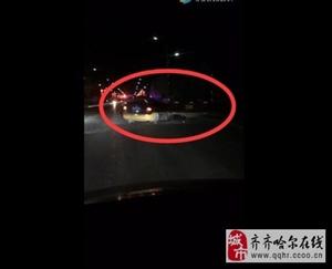 昨晚,富区发生出租车与大货车追尾事故,现场很惨?目前暂无确切消息,勿传