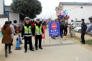 广汉交警温馨提示:赏花路上,请大家遵守道路交通秩序,大家注意行车安全