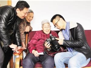 """上海著名八零后摄影师来枣庄;为抗战老兵用镜头""""立传"""""""