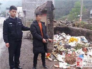 男子�a�l作,居然在筠�B巡司一垃圾堆旁吸毒,被民警抓��正著!