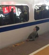 南京南站一男子被卡站台与列车间身亡,现场视频还原真相!