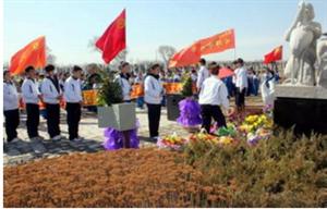 """潢川:文明祭扫让清明节更加""""清明"""""""