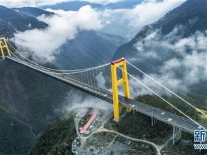 沪渝高速泗渡河大桥云山雾罩宛如仙境