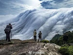 壮观!庐山现瀑布云流转山涧