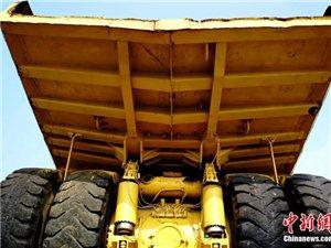 """巨型电动轮汽车,车身近三层楼高,轮胎宽达3.2米,堪称汽车界的""""巨无霸"""""""