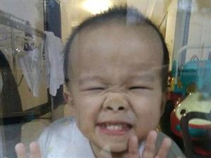 爆笑小不点图片,倒霉可爱小屁孩各种逗乐图片