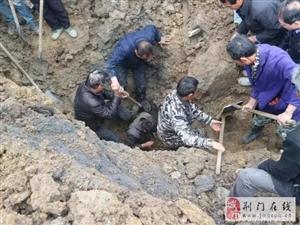 团林一农民工被土石埋住;危急时刻,警民合力救人