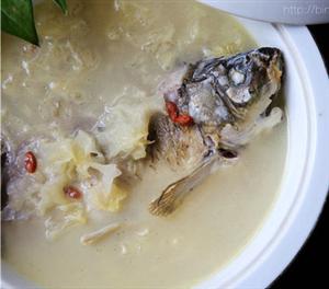 【银耳鲫鱼汤】春天来碗营养汤