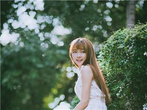 小清新少女碎花连衣裙爽朗笑容很迷人