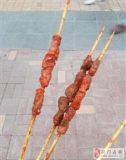 荆门万达搞什么荆楚街又不好吃又贵,一个卖羊肉串还是假的~