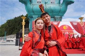 [恭贺]30对新人仁怀酒都广场举行汉式集体婚礼,