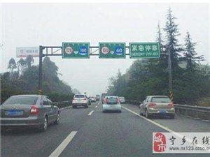 为什么老司机在开车时都喜欢将车开到中间车道
