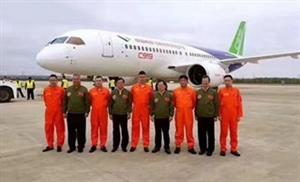 3名试飞员从四川广汉起飞!