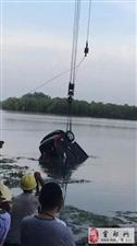 霍邱水门塘一车一人沉入水底,现场打捞视频曝光!